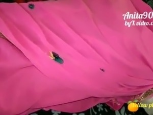 Indian Anita bhabi ki pink saree me chudai Indian sex video