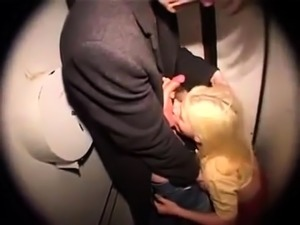 Amateur teens give guy a blowjob in reality sexparty