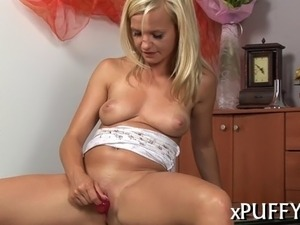 Placing a pump on her cunt creates wild pleasures for babe