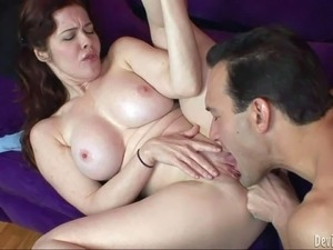 Fully nude Mae Victoria with big breasts gives it to