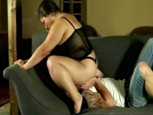 Plumper slut needs him hard as she face sits on him free