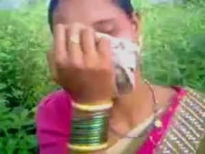 Desi Bhabhi Fucked in Open Farms wid Audio =Kingston= free