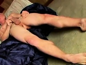 Amateur stud tugs on his cock and shows his feet