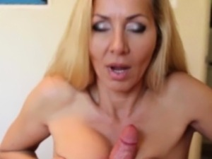 Busty mature tugs till she gets her facecream