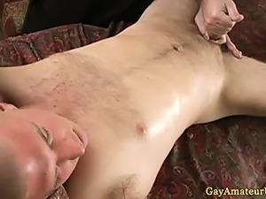 Straight amateur enjoying gay handjob
