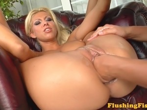 Blonde lez fisting herself deeply