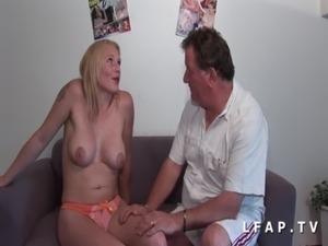 Casting porno d une milf francaise aux gros seins analisee DP et facialisee free
