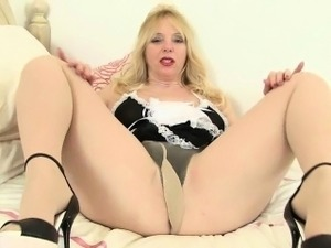 UK milfs Lulu Lush and Lucy Gresty in sexy tights
