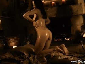 Model Indian MILF Dancing Queen