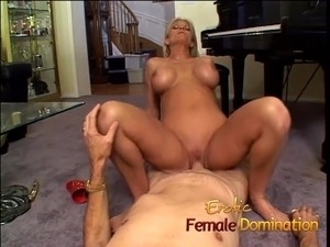 Absolutely stunning blonde dominatrix enjoys a hardcore sess