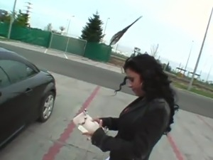 Luxury black haired licks And makes love in Her Car