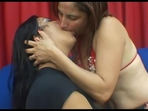 deep tongue kiss 2266