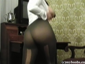 Stacked brunette with a marvelous ass Kora plays with her shaved slit