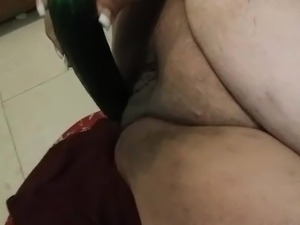 bbw mom fucking her wet pussy