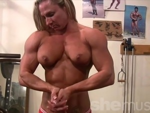 Female Bodybuilder Undresses in Gym