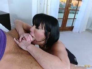 Mom with big tits gets banged by a guy and cums like crazy
