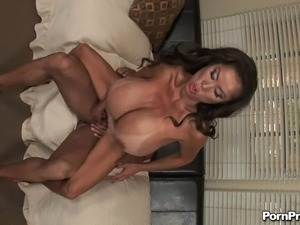 Experienced guy penetrates the mature chick with a huge pair of tits