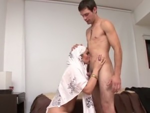 Obedient Pakistani wife gives her husband deepthroat eager blowjob