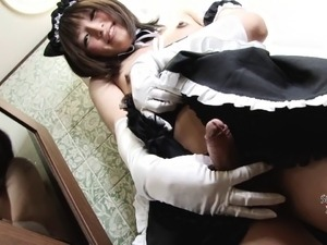 Japanese tranny maid with a sweet smile jerks off