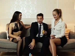 LOS CONSOLADORES - Spanish threesome with French teacher