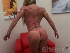 Latina Female Bodybuilder and Her Ridiculous Body