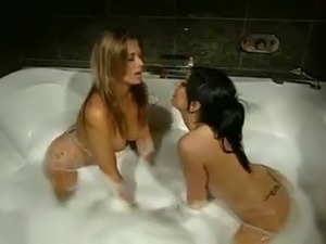 Sizzling hot tub pussy grind