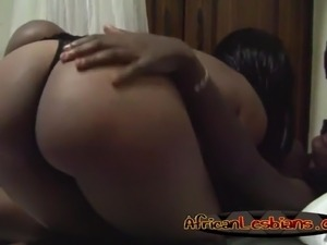 Lesbians babes kissing and licking shaved cunts