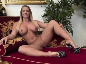 Hot lesbian orgy with stunning sex bombs