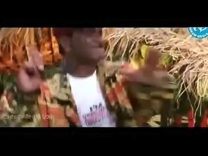 Mallu Aunty Shakeela Showing Her Huge Cleavage to Milk Man