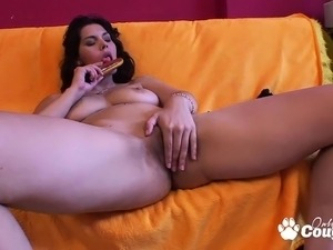 Gorgeous brunette slut get off with vibrator