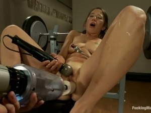 Sexy Vai gets her pussy destroyed by a machine in a gym