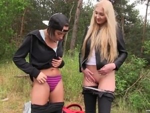 Anabelle and Jessey are lesbian friends who like having sex in nature
