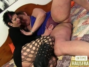 Milf with Old girl lesbo action