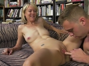 Outgoing and nasty mature slut Jamie Foster loves having her pussy licked