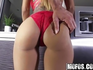 Mofos - Latina Sex Tapes - Yurizan Beltran - Latinas Big Tit