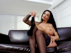 Valentina Ross and Krystal Swift love showing off their tits