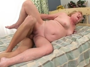 Mature granny gives blowjob in shower then gets hammered hardcore
