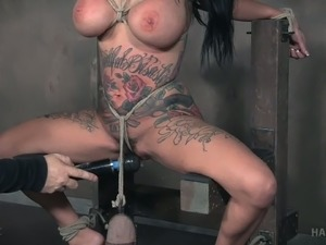 Pervert punishes pussy of one tattooed and big tittied porn model