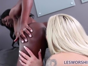 Ebony lesbian babe Ana Foxxx performs at an interview