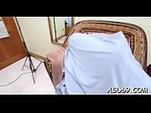 Experienced thai bimbo plays with a guy&#039_s pecker for relaxation