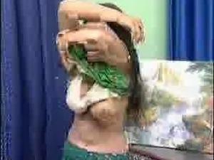 Pakistani mujra babe