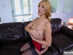 Sexy curvaceous MILF Jazmyn is the best cowgirl ever for sure