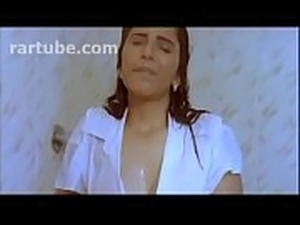 Mallu Glamour Hot Queen Reshma Full nude Bathing Scene