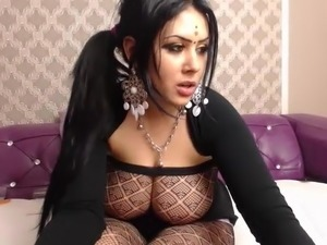 Arab girl with henna shakes her big tits and ass