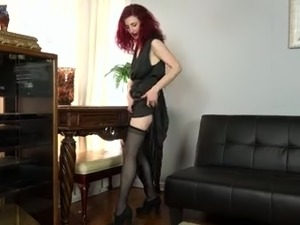 Red haired sexy slutty lady Zinnia Blue wanna masturbate just a bit