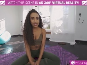 VRBangers Sexy Ebony Babe Find Her G Spot While Doing Yoga