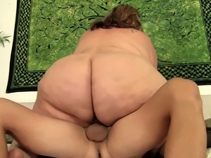 Massive BBW Erin Green Sucks and Rides